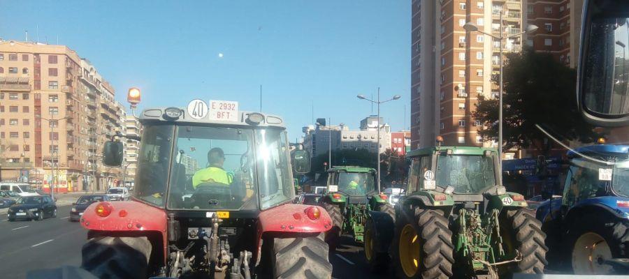 Tractorada por las calles de Valencia.