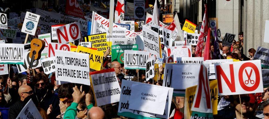 Miles de interinos se manifiestan en Madrid.