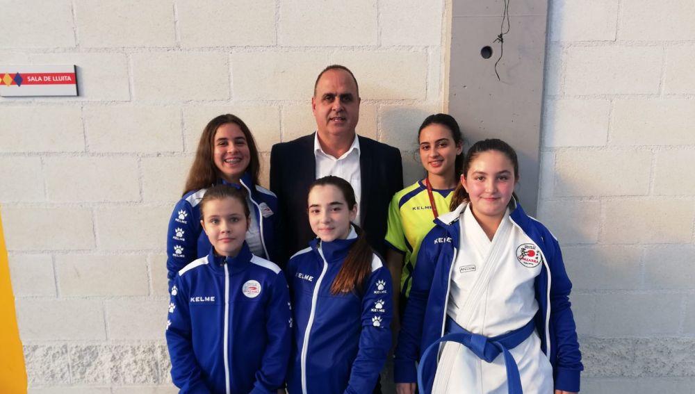 El Club Karate Do Shotokan Chazarra participó con diez karatekas, repartidos en diferentes categorías, y consiguió dos oros, tres platas, un bronce y un cuarto puesto.