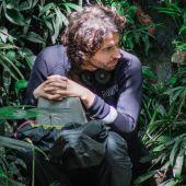 Alejandro Landes durante el rodaje de 'Monos', su tercera película como director