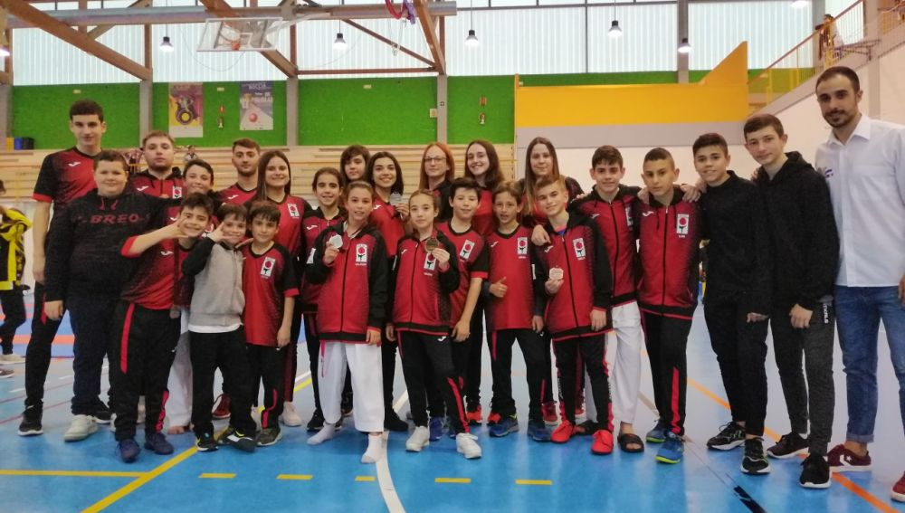 El Club Shotokan Carrús, entrenado por Fran Gómez y Cristina Andréu, subió siete veces al podio en la II Jornada de la Liga Autonómica.
