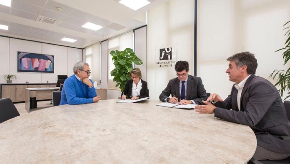 Firma convenio con FOBESA