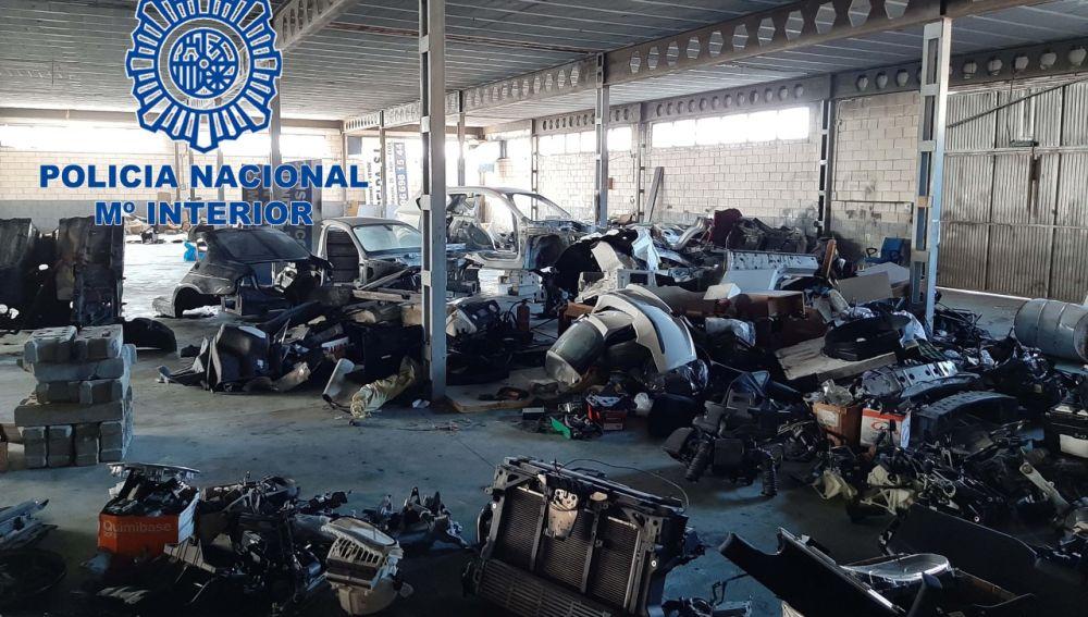 Piezas de coches robados en el almacen de Petrer.