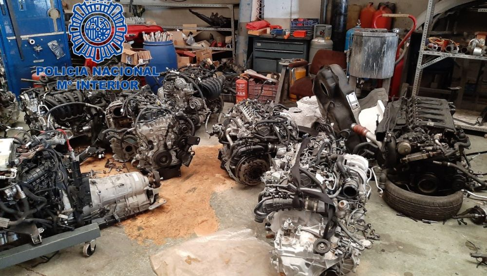 Motores de coches robados que tenía el grupo desarticulado en Petrer.