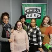 ASTOR visita Onda Cero Alcalá. María Julia y Pamela, junto a sus monitoras Esther y Nuria.