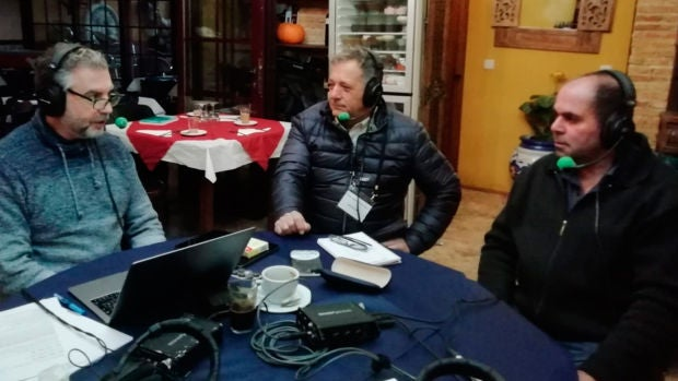 """Los agricultores de Villaconejos le explican sus problemas a Carlos Alsina: """"No llegamos a cubrir gastos"""""""