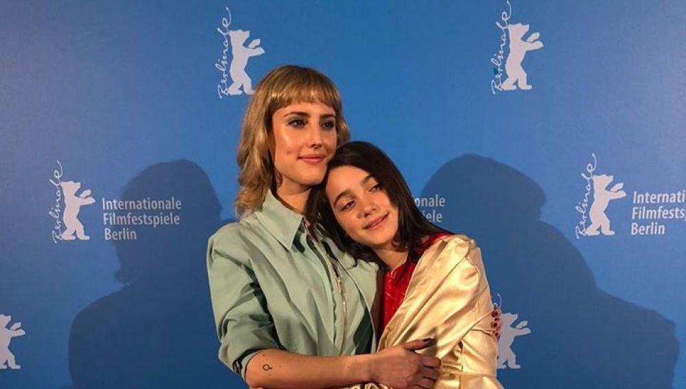 Las actrices Natalia de Molina y Andrea Fandos, protagonistas de 'Las niñas', en la Berlinale 2020