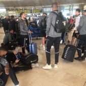 Los jugadores del Elche CF en el aeropuerto Tenerife Norte-Los Rodeos, tras ser aplazado su vuelo tras el partido del Heliodoro Rodríguez López.