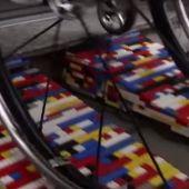 Rampa hecha con piezas de Lego