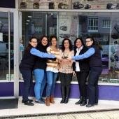 Traballadoras de Autos Gonzalez na oficina de Ourense