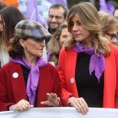 Carmen Calvo y Begoña Gómez en la marcha del 8M