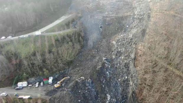 Encuentran el coche de uno de los trabajadores del vertedero Zaldibar entre los escombros