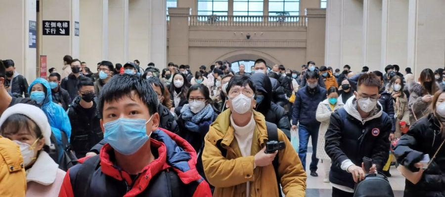 Personas con mascarillas por el coronavirus
