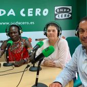 El lider de la comunidad Massai con la responsable de ADCAM y el gerente del Club Deportivo Squash