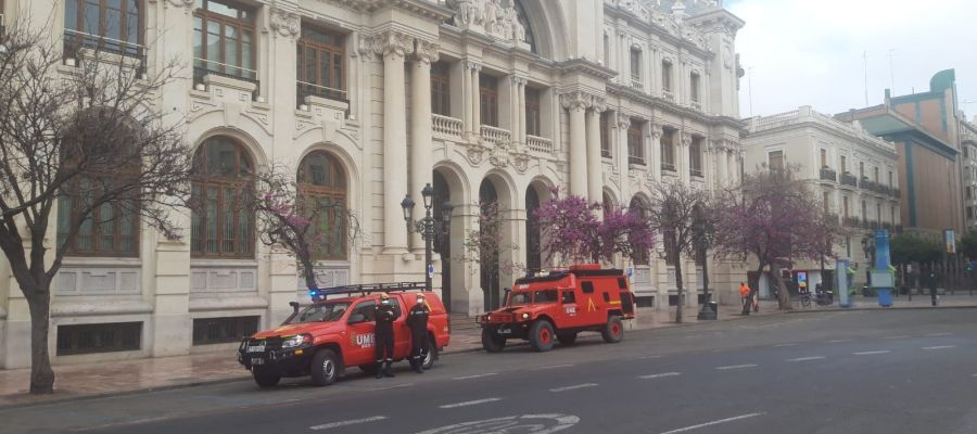 La UME ya trabaja en Valencia.