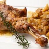 Cocina abierta de Karlos Arguiñano: Paletillas de cordero con patatas y cebollitas gallegas y ensalada en frasco (Programa 1930)
