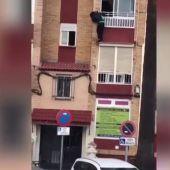 El duro vídeo con el que la policía pretende concienciar a los más jóvenes a quedarse en casa