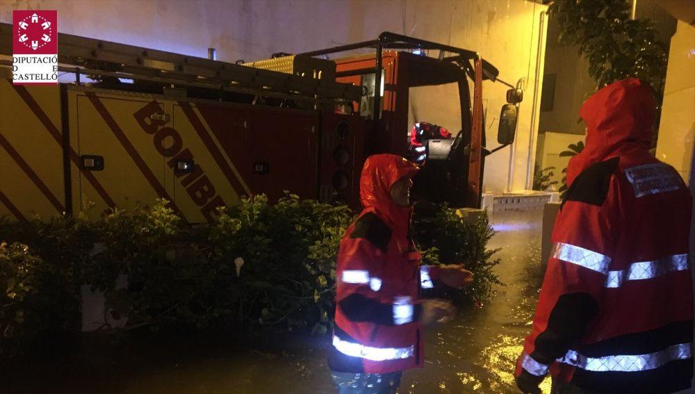Los bomberos rescatan en Castellón a más de 90 personas.