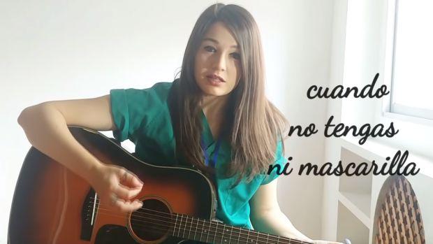 María Ocaña, la doctora cantante que versiona el 'Resistiré'