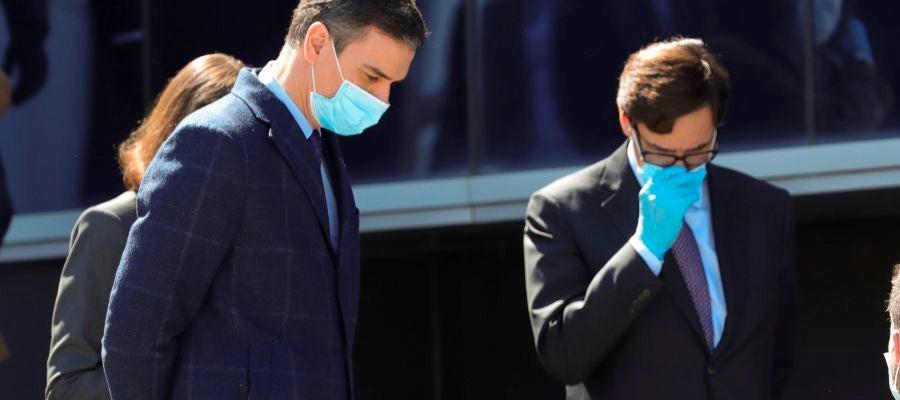 Pedro Sánchez, protegido con mascarilla y guantes