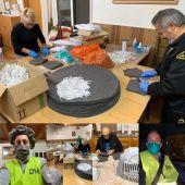 La Asociación de Vecinos Carrús Norte Camino del Pantano cose un millar de mascarillas diarias que se envían al Hospital General.