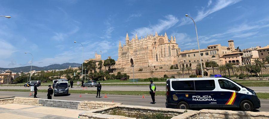 Un control de la Policía Nacional en el Paseo Marítimo de Palma.