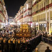 Cofradía del Sepulcro en el Viernes Santo de la Semana Santa de Málaga