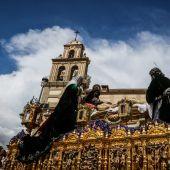 Cofradía del Monte Calvario en el Viernes Santo de la Semana Santa de Málaga