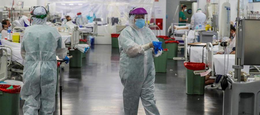 Personal sanitario durante su jornada de trabajo en el Hospital Puerta de Hierro