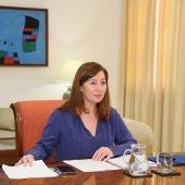 La Presidenta del Govern, Francina Armengol, participando en la reunión con Pedro Sánchez y el resto de presidentes autonómicos.