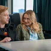 Los actores Domhnall Gleeson y Merritt Wever, en una imagen promocional de la serie 'Run'