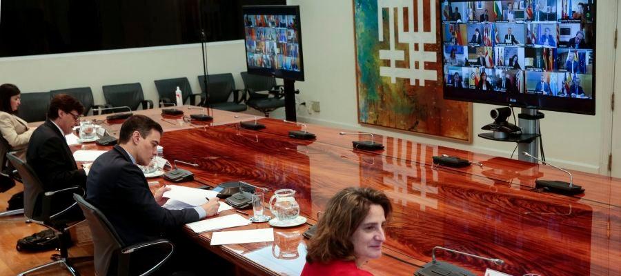 El presidente del Gobierno, Pedro Sánchez, mantiene una videoconferencia con los presidentes autonómicos, acompañado por Teresa Ribera, Salvador Illa y Carolina Darias