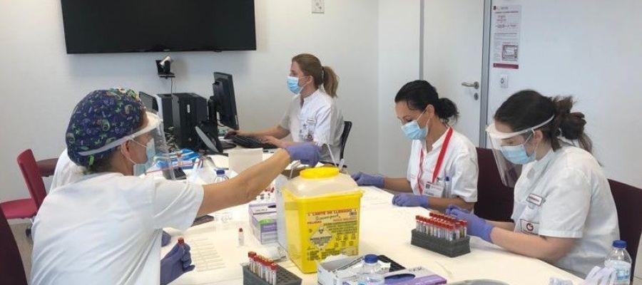 Muestras de los test serológicos realizadas entre el personal del Hospital del Vinalopó de Elche.