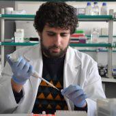El investigador Antonio Galiana en el Hospital General de Elche.