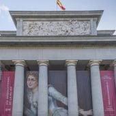 'Estudio del natural', de Concepción Figuera, en la fachada del Museo del Prado.
