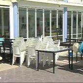 Los hosteleros ultiman la desinfección de las terrazas para su reapertura en la fase 1 de la desecalada del coronavirus