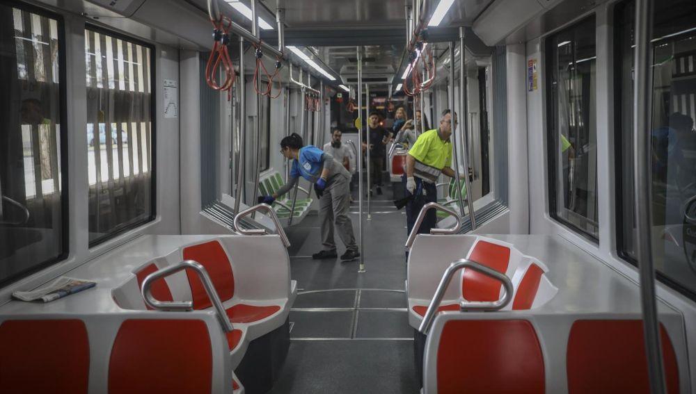 Labores de desinfección en el metro de Sevilla