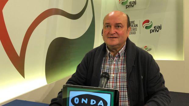 """Andoni Ortuzar: """"Hay una aspiración en el PSE de pactar con Bildu y Podemos un gobierno de coalición en Euskadi"""""""