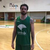Francis Alonso entrenando con el Unicaja de Baloncesto.