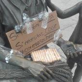 En la Plaza de Cervantes se puede dejar comida para que la recojan otras personas