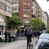 Los antidisturbios evitan el acercamiento de las personas en una nueva protesta en Núñez de Balboa