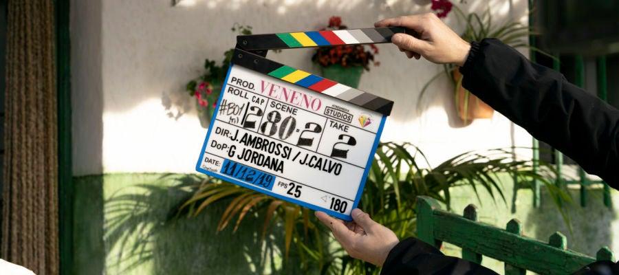 Detalle de la claqueta durante el rodaje de la serie 'Veneno'