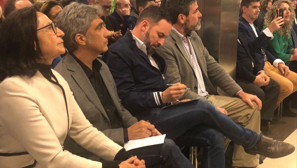 Santiago Abascal e Iván Vélez en un acto de precampaña en la capital conquense
