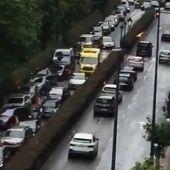Frame del vídeo de una ambulancia atrapada en un atasco durante la manifestación de Vox en Santander