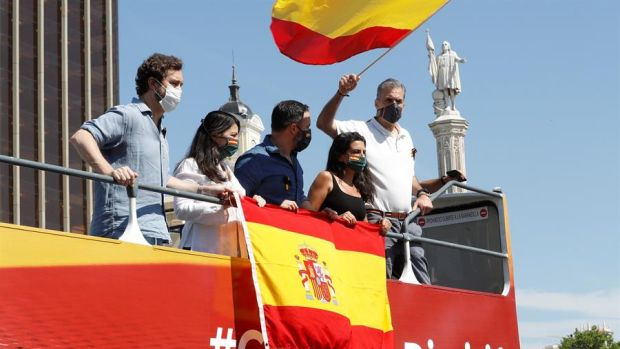 Críticas a Vox por la manifestación en Madrid menos de un mes después de pedir el luto a Sánchez