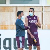 Bruno junto al técnico, Javier Calleja.