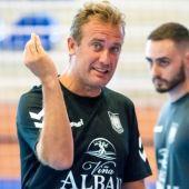 El entrenador de Valdepeñas.