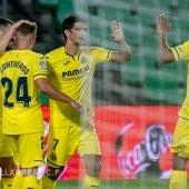 Gerard celebra un gol con Bacca