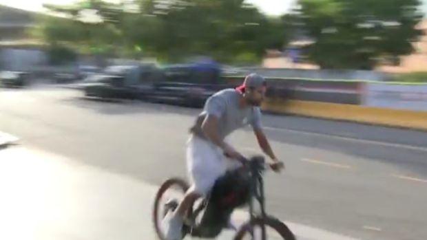 ¿Tiene permitido Piqué ir al Camp Nou en bicicleta?