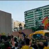 Aficionados del Cádiz se aglomeran en los alrededores del Ramón de Carranza